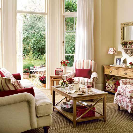 Сочетание противоположных фактур позволяет сделать гостиную индивидуальной и неповторимой.