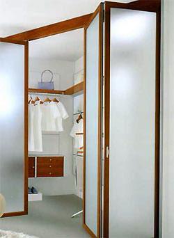"""... """"гармошки """" конструктивно напоминают еще один тип складывающихся дверей."""